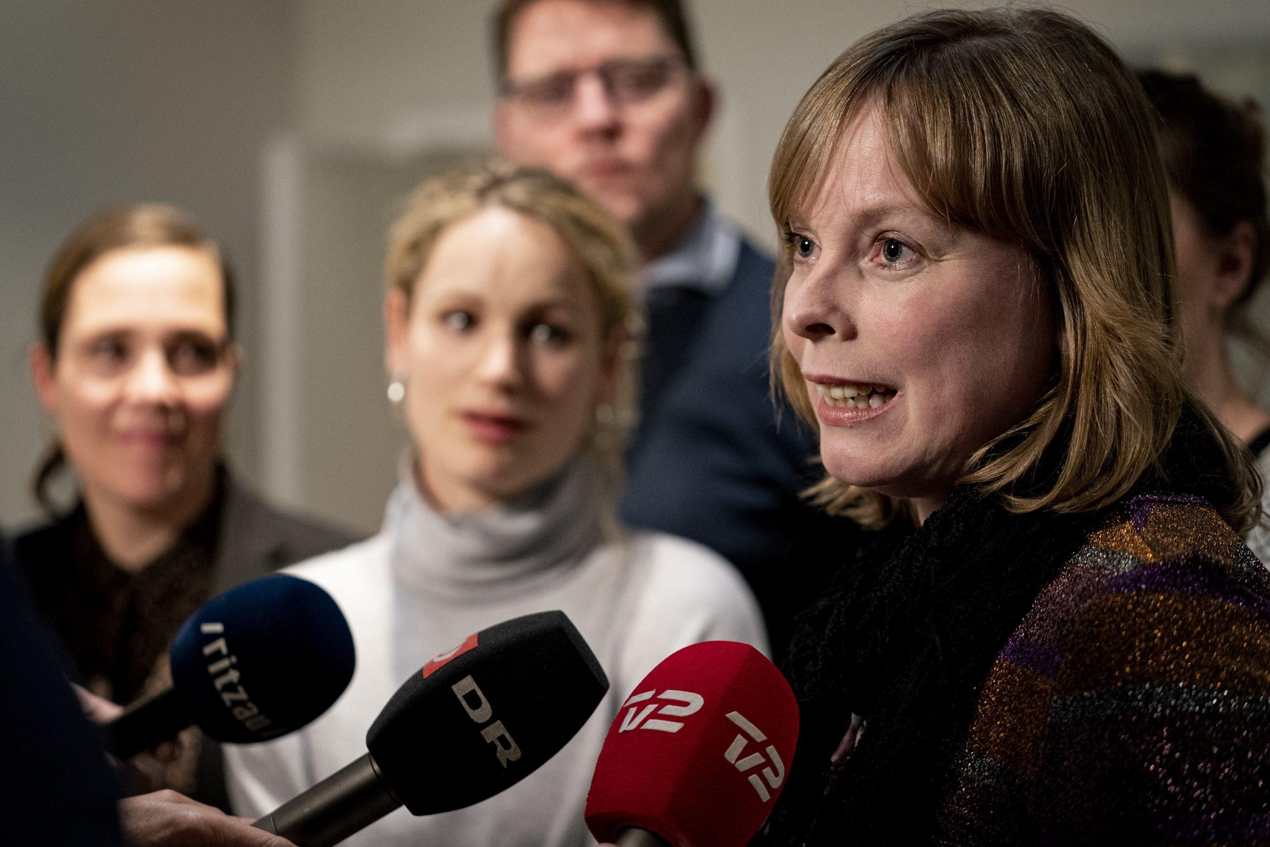 """<span class=""""rodt"""">Efter hård kritik:</span> Joy Mogensen har fundet 180 millioner kroner til medierne"""
