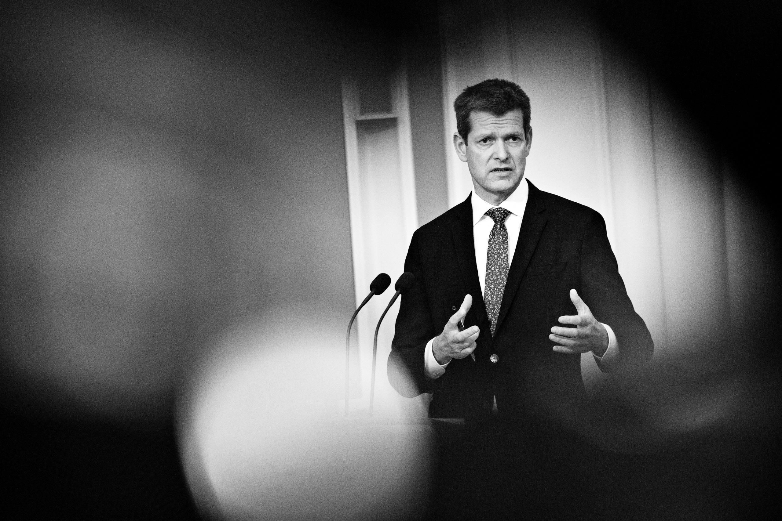 """<span class=""""rodt"""">Politikere kritiserer Brostrøm-videoer for 135.000:</span> Spild af penge"""