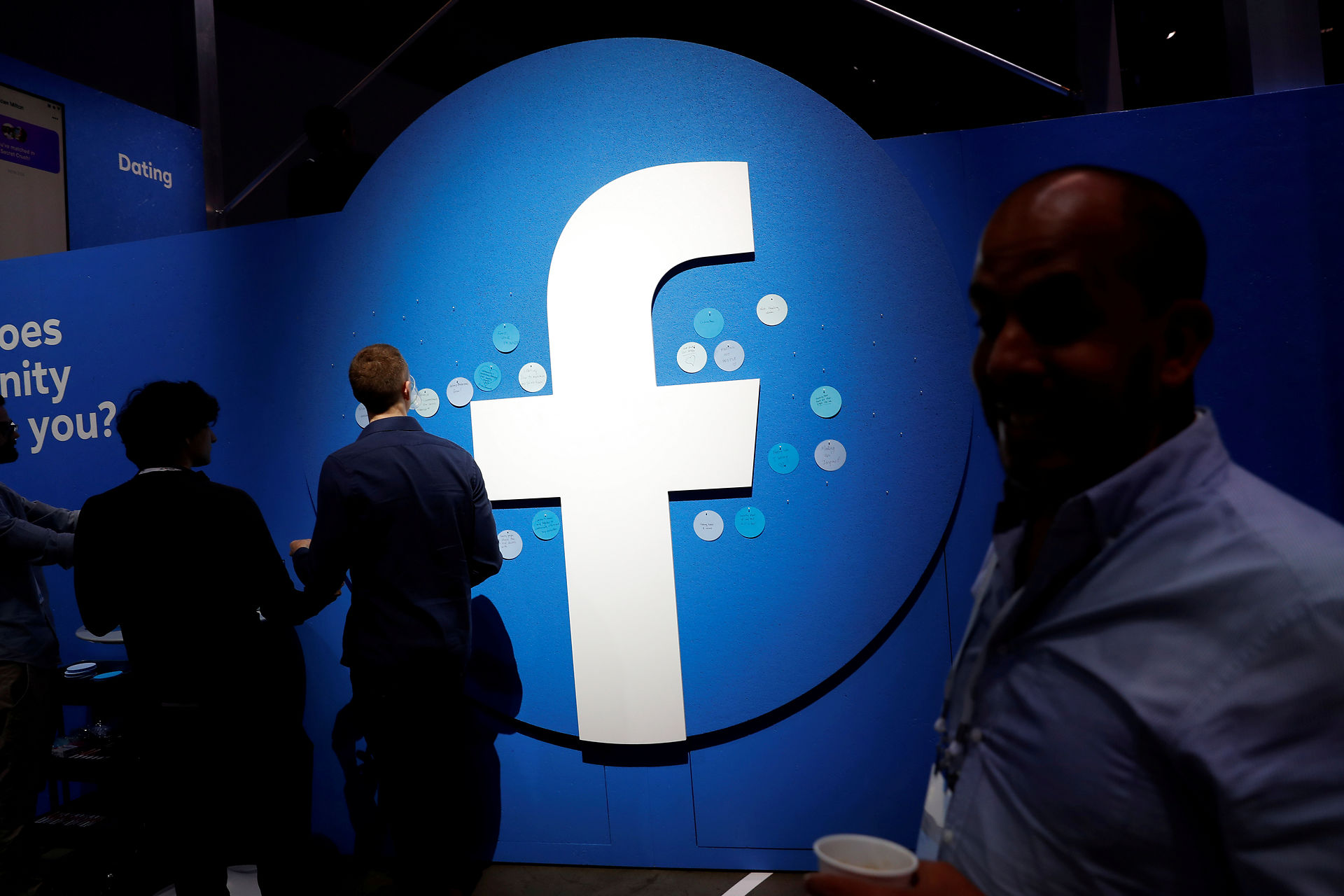 Facebook erkender fejl, der kan få smidt brugere af platformen