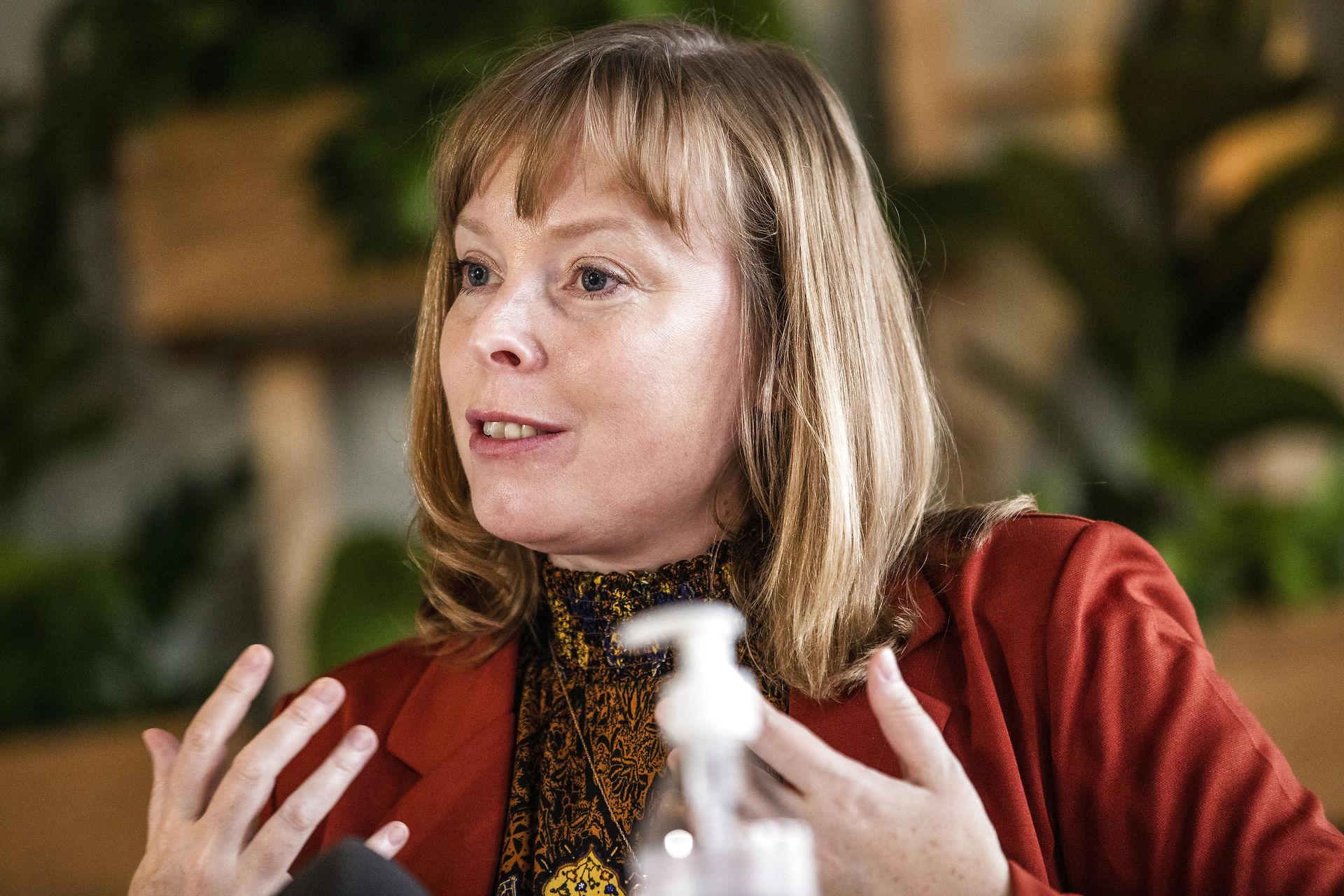 Kulturministeren vil se på hjælp til ugeaviser